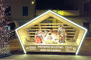 Demi art wood nativity scene in Rovereto