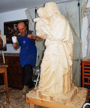 wood carving of St. Joseph with the lily: realized
